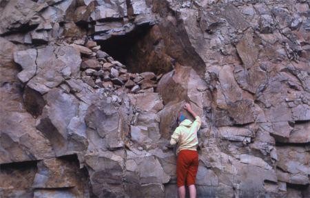 Cavità sottoroccia nel Parco di Yellowstone, zona shoshonenan