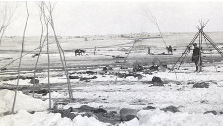 Il campo devastato dopo l'eccidio di Wounded Knee
